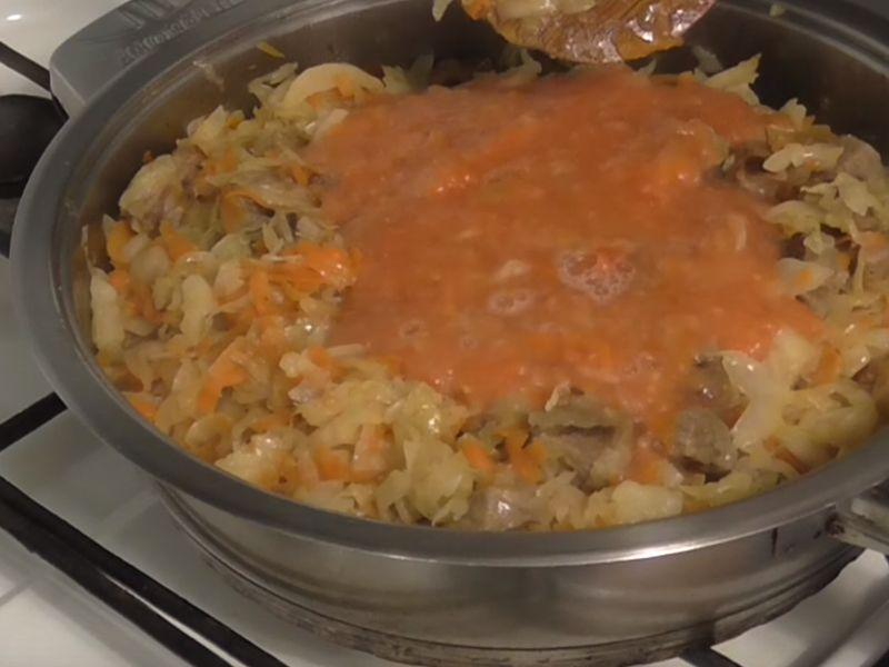 потушить свежую капусту на сковороде 3