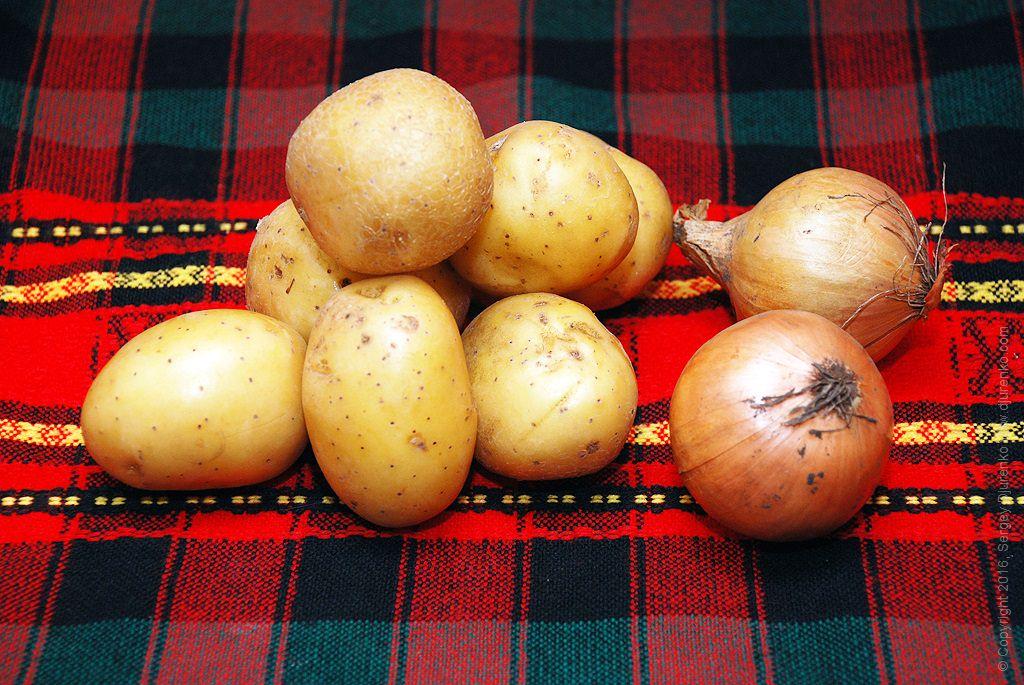 Шаг 1: Картошка и лук для жарки
