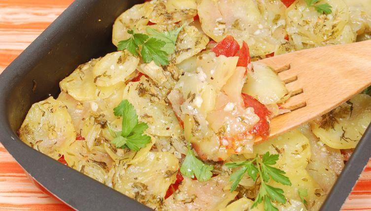 Как вкусно приготовить запеченную картошку с мясом в духовке