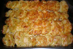 Очень вкусная картошка с фаршем и сыром в духовке