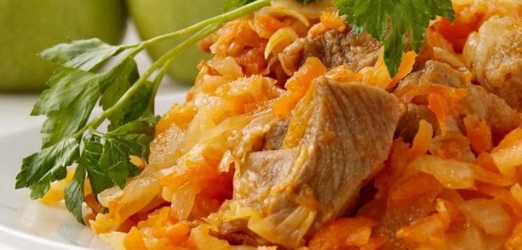 тушеная капуста с мясом на сковороде рецепт