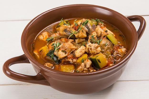 Как приготовить тушеную курицу с овощами