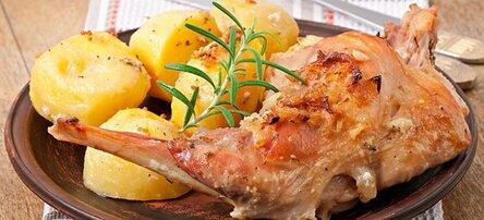Кролик в духовке с картошкой в майонезе