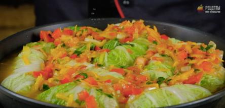 Голубцы из пекинской капусты с фаршем и рисом на сковороде