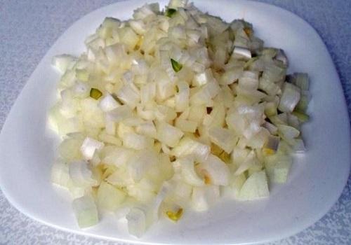 Пошаговое приготовление голубцов из пекинской капусты с мясом и рисом с фото 2