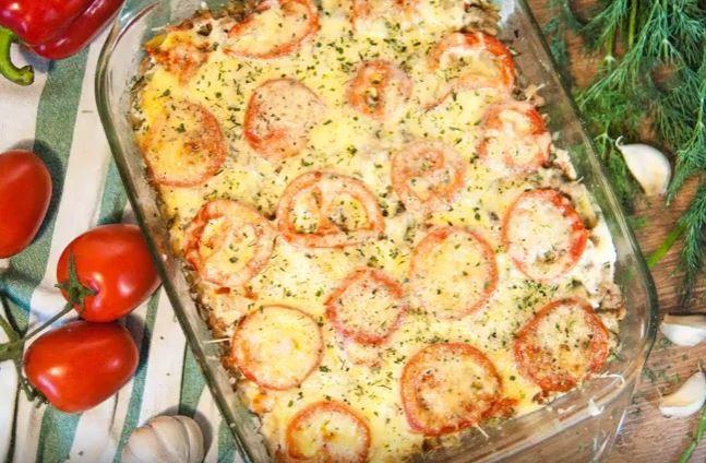 Мясная запеканка с картофелем, помидорами и сыром