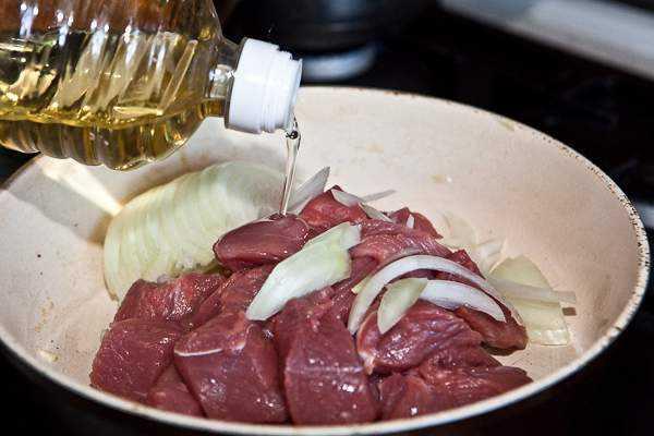 Как приготовить гуляш из говядины, чтобы мясо было мягким? 7 рецептов гуляша с подливкой этап 5