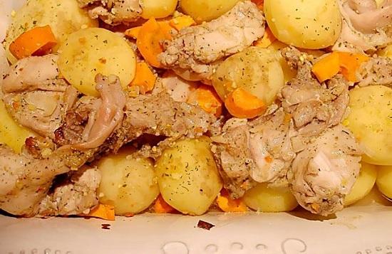 Кролик, запеченный в фольге с картошкой