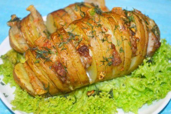Картофель гармошкой с салом