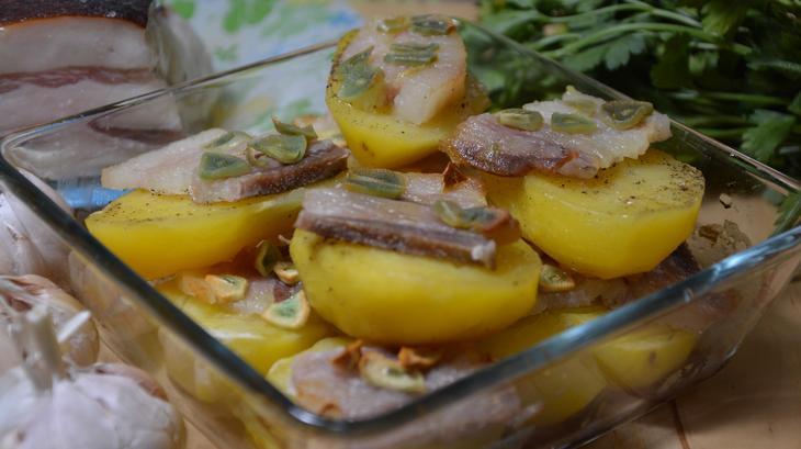 Пошаговые рецепты запеченного картофеля с салом в духовке