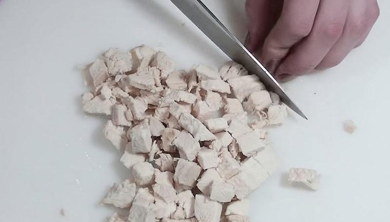 салат с курицей и грецкими орехами слоями