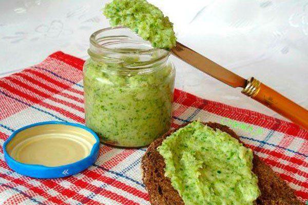 Как сделать перекрученное через мясорубку соленое сало с чесноком и зеленью