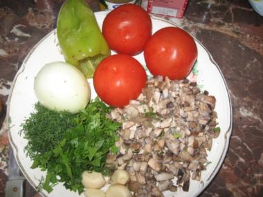 Мясо по-французски в духовке из куриного филе с помидорами, грибами и сыром