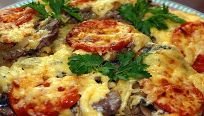 Мясо по французски с картошкой в духовке рецепт с курицей и помидорами