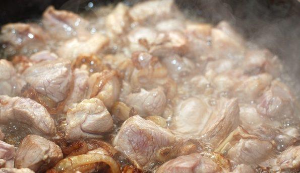протушить мясо