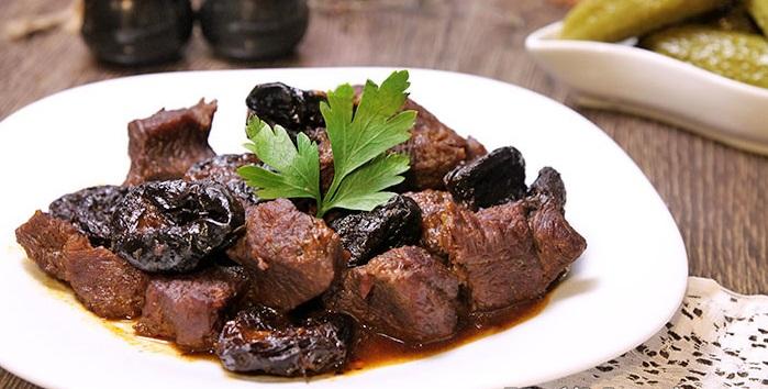Говядина с черносливом тушеная рецепты