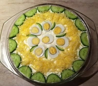 Выложив закуску на круглое блюдо