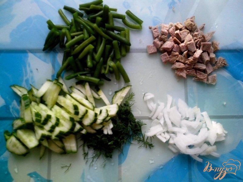 Фото приготовление рецепта: Салат со стручковой фасолью и говядиной шаг №2