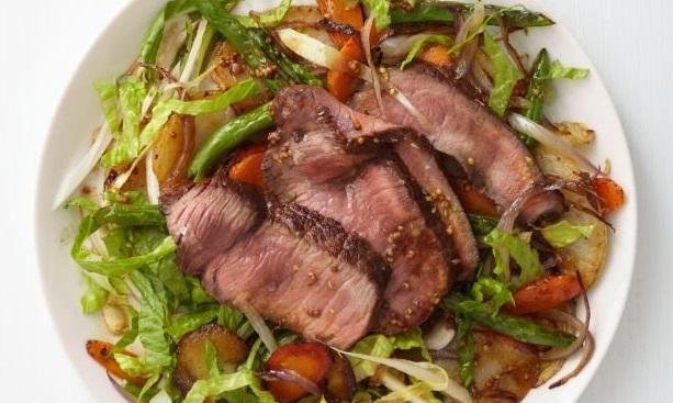 Теплый салат с говядиной и овощами - рецепт