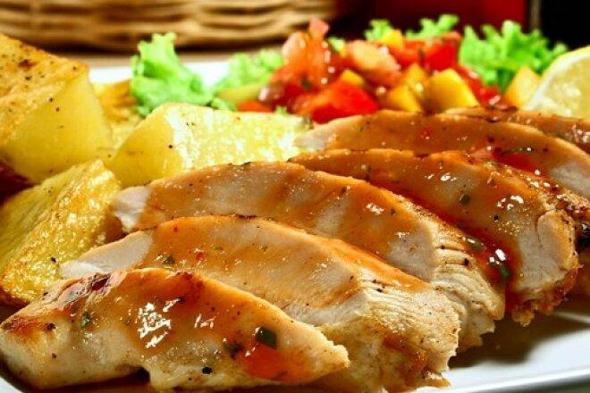 Запеченная индейка с медом, имбирем и соевым соусом